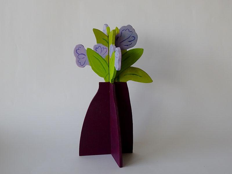 plantje  lila, hout, 26 x 16 x 16, € 55,-